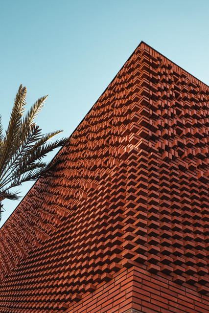 Adobe brick facade corner of the YSL Museum, Marrakech | RollingBear Travels