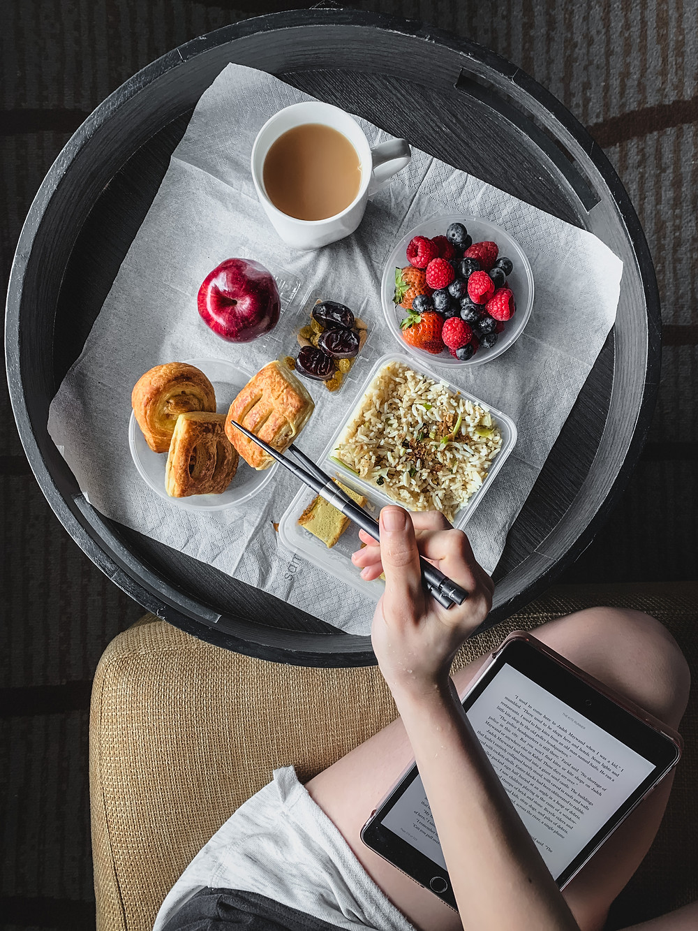 Rollingbear Travels blog/ hotel quarantine breakfast spread on a black circular wooden tray, flat lay photography, lifestyle blogger