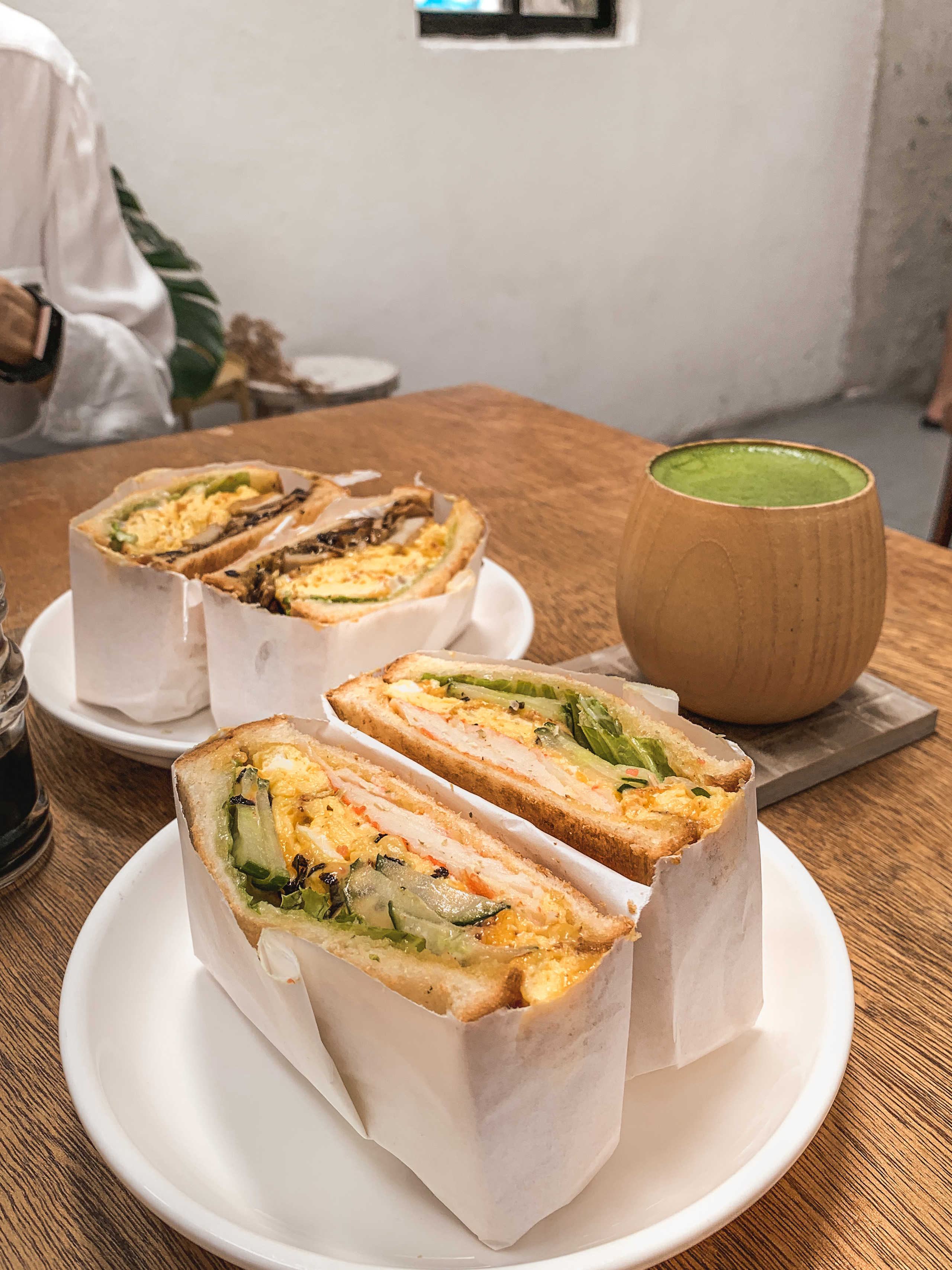 Le楽 Cafe Mentaiko Crab Sandwich and matcha latte, food photography by RollingBear Travels.