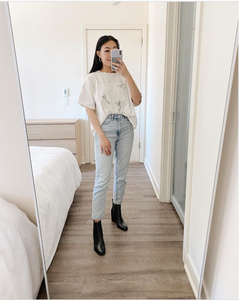 White graphic tee, mum jeans, black heeled boots outfit by oh.joy.joyce, RollingBear Travels blog.
