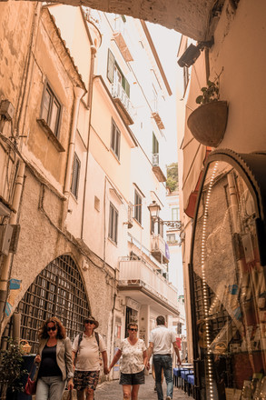 Amalfi Medieval town: narrow streets, arches and tall medieval buildings | RollingBear Travels.
