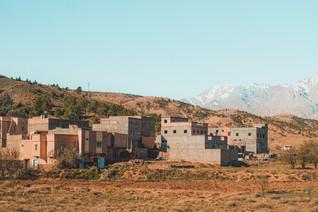 Ait-Ben-Haddou road trip scenery: Moroccan berber desert village | RollingBear Travels.