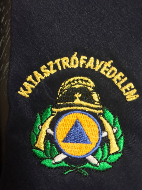 Nyakkendő Katasztrófavédelem felirattal és címerrel