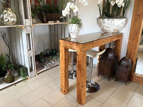 Rustikale Bar aus Altholzbalken mit Glasplatte