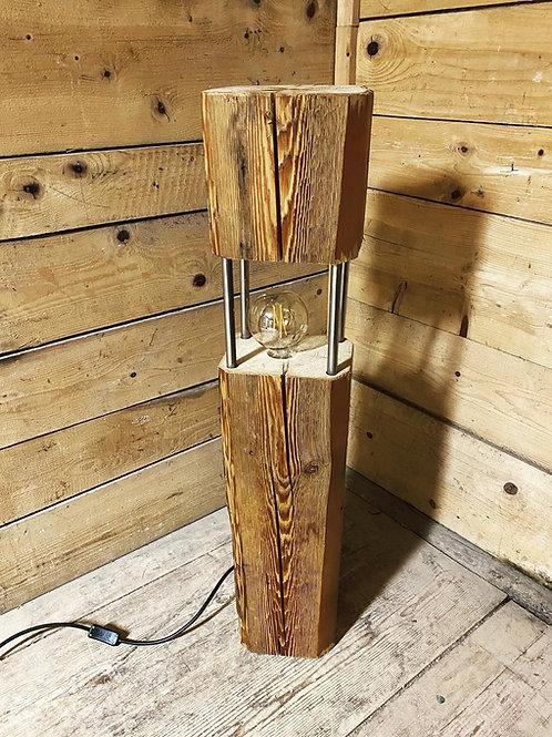 Rustikale Lampe aus Altholzbalken