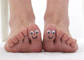 happy feet,smiling,toes,hallux,big toe