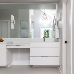 orangeandorange_modernbathroom.jpg