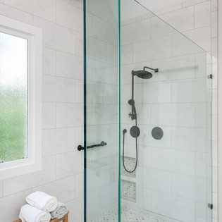 European country house_master bathroom 3