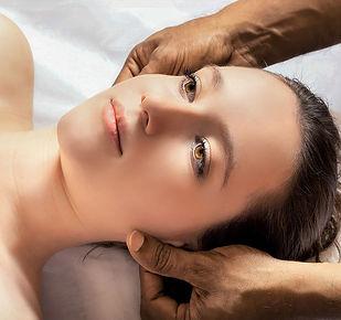 head-massage-3530560_960_720.jpg