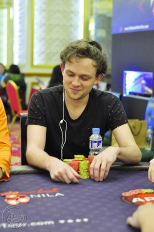 Monster-stacked Thomas Ward dominates Main Event Day2