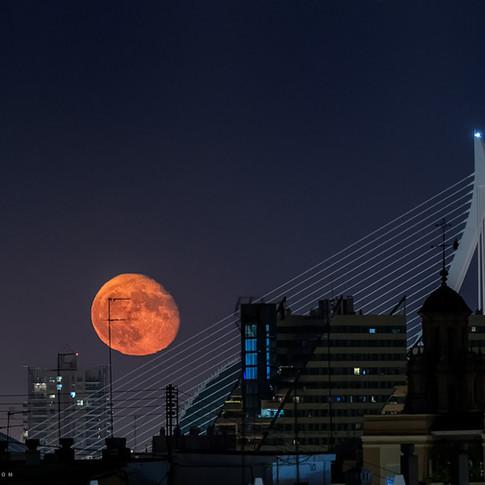 Luna sobre Valencia