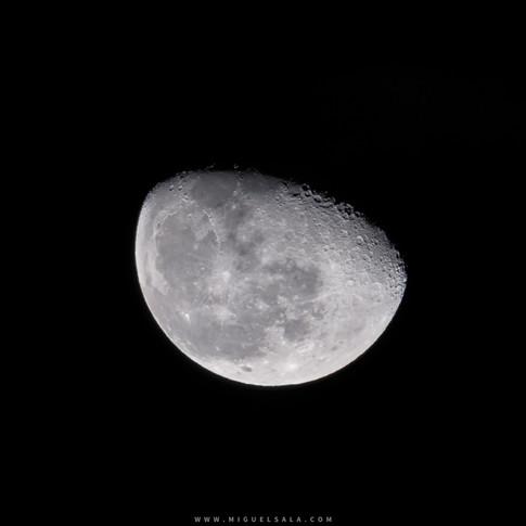 Luna decreciente 76,2%