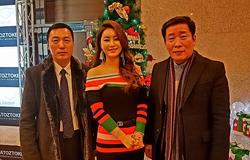 더케이호텔에서 행사 후 권용해 회장님과 '우지마라' 연분 의 주인공 이쁜가수 김양과 함께