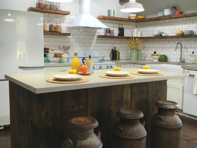 SIMPLE FARMHOUSE KITCHEN & DINING ROOM