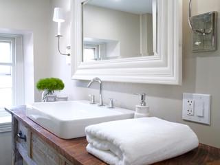 ROMANTIC BATHROOM & DINING ROOM