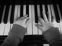 cours d'initiation au piano pour les enfants avec l'association Zikaportée dans le Var et les Alpes Maritimes