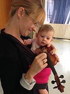 Atelier d'écoute et d'éveil musical pour bébé et parent avec l'association Zikaportée dans le Var et les Alpes Maritimes