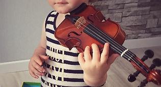 cours de violon pour les bébés et les enfants avec l'association Zikaportée dans le Var et les Alpes Maritimes