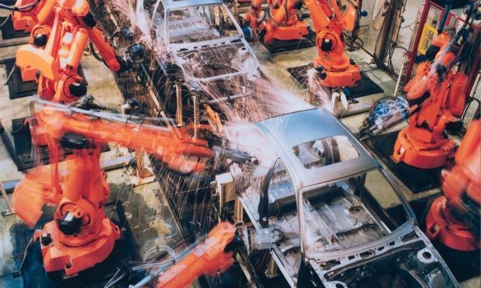 Linha de fabricação de automóveis robotizada
