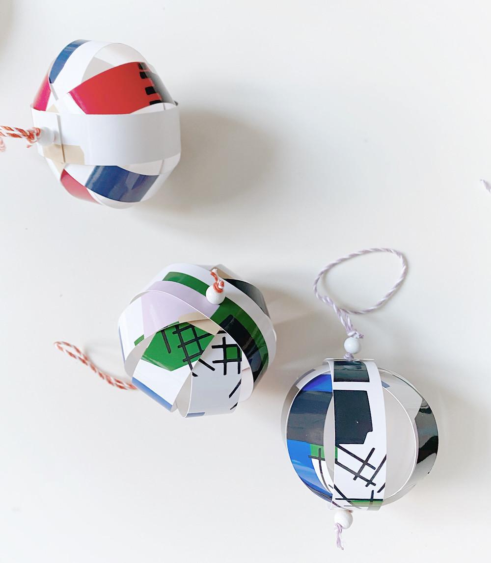 Weihnachtsbaumschmuck, Christbaumschmuck, Christbaumkugel selber basteln, Papierkugel. Kugel aus Papier