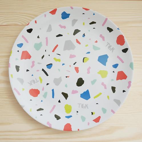 Großer Teller mit Terrazzo-Muster in Weiss
