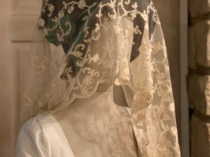 Antique Lace Bonnet Veil (24)