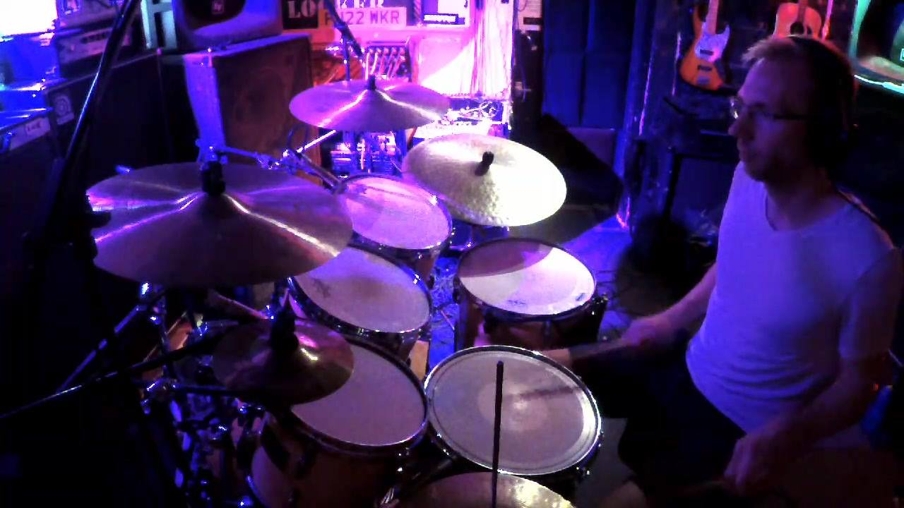 A little edit from a recent recording session with Mike Bridge for the first Viriditas album. Laid back grooves and some funny time sigs #drums #recording