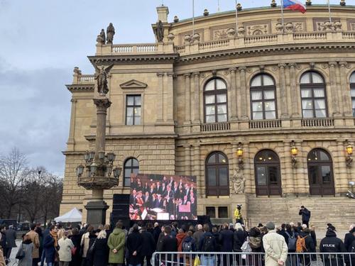 Charles Oliveri-Munroe conducts farewell concert to deceased Czech Senator, Jaroslav Kubera