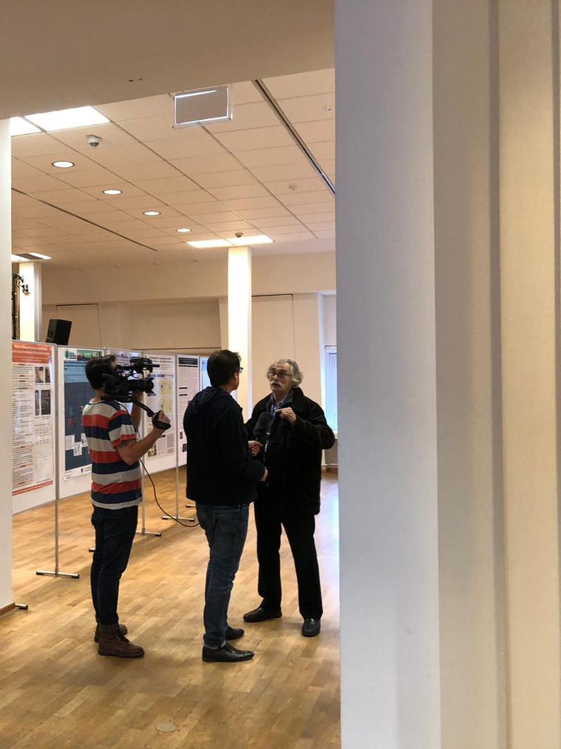 Intervista a Guimberteau dutrante la presentazione dei poster di ricerca