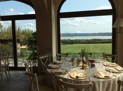 sala-ristorante-equirelais-vista-lago.JP