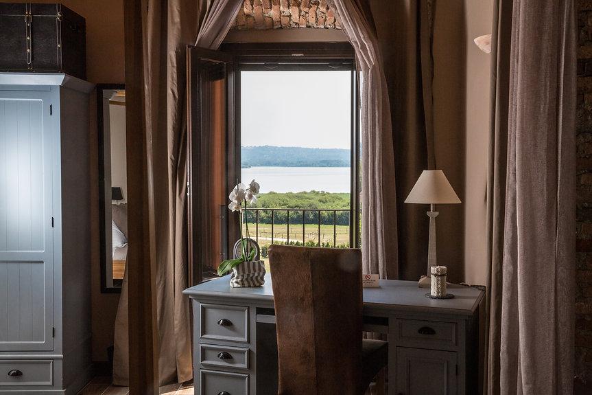 hotel-camera-vista-lago.jpg