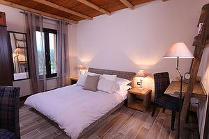 camera2-deluxe-letto-francese-vista-lago
