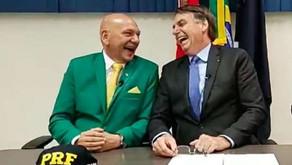 Bolsonaro posta foto rindo com Hang um dia após ida de empresário na CPI