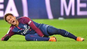 """Pai de Neymar acusa chuteiras Nike por lesões """"Estou pronto para a guerra"""""""