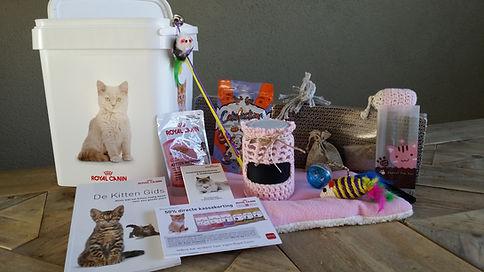 groot, kittenpakket, kattenspeelgoed, speelgoed kittens, verzorging, handgemaakte, henadgemaakt, kittenbox