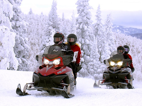 How to Stay Warm While Snowmobiling: Advice for Beginning Riders