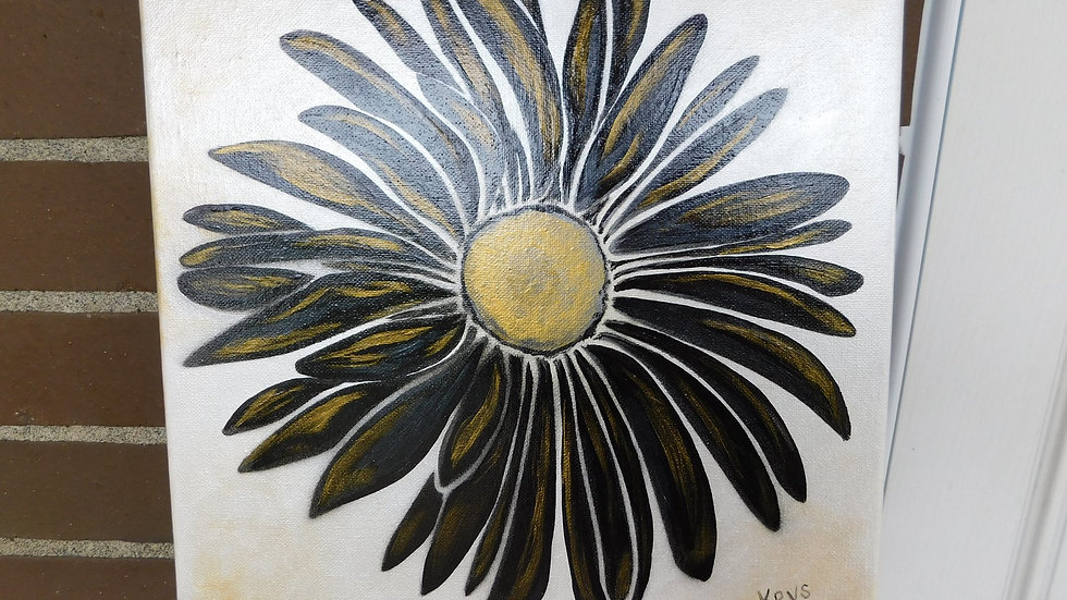Metallic Black & Gold Daisy