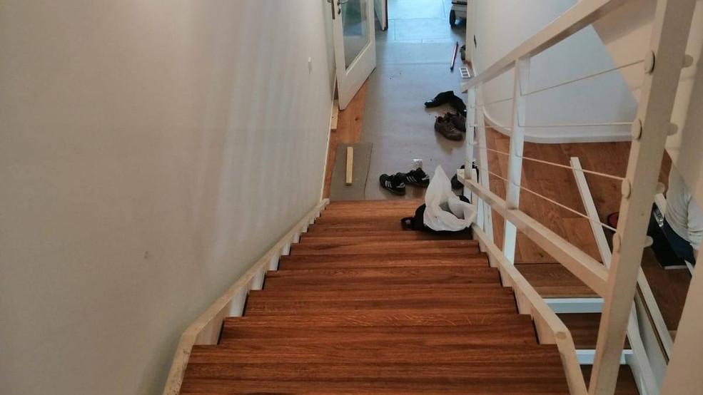 Treppe mit Massivstufen,Einlegestufen
