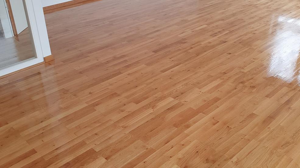 Fußboden frisch geölt mit Hartwachs