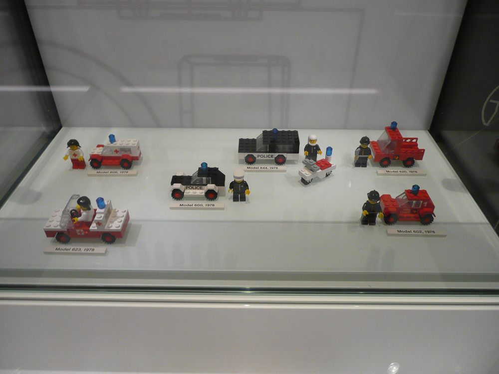 Lego House The History Collection