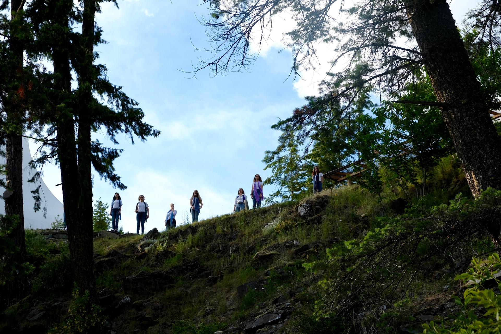 Singers on the cliff.jpg