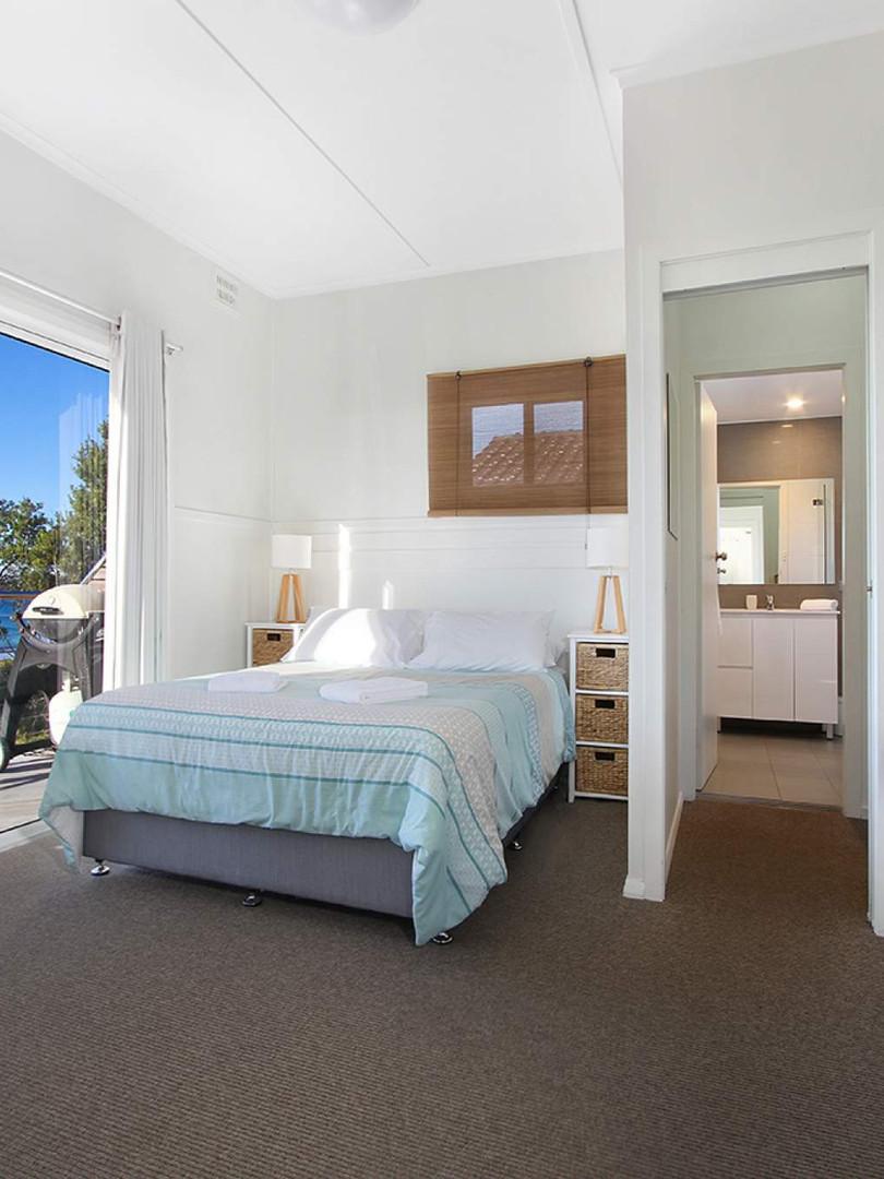 Topfloor main bedroom looking out_157067