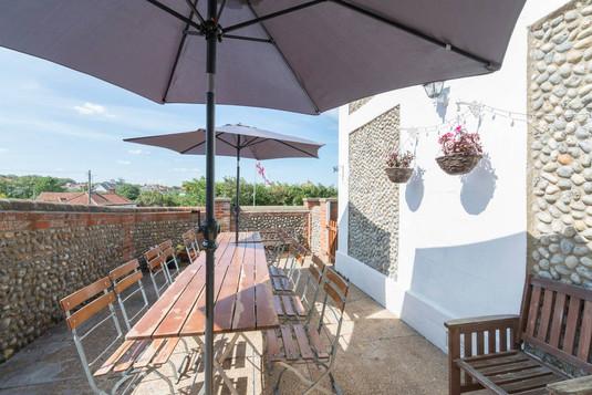 BBQ and sun terrace