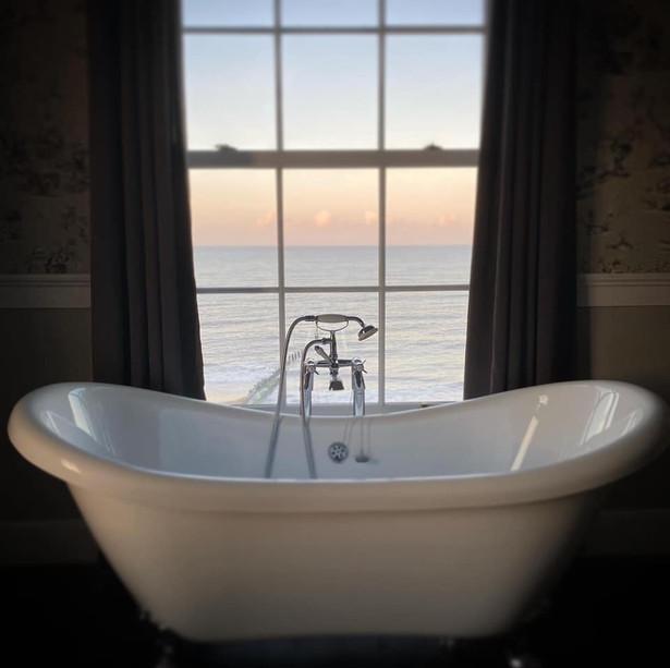 admiral-house-bath.jpg