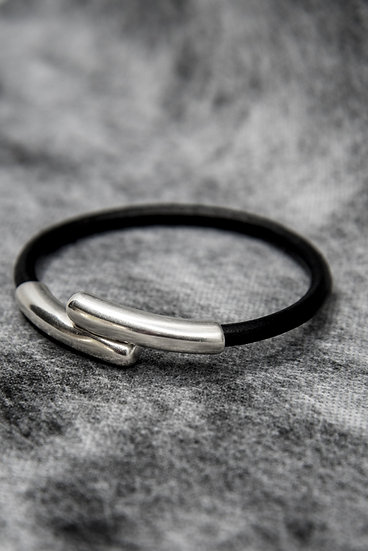 TigerBite For Men Collection Leather bangle with steel clasp