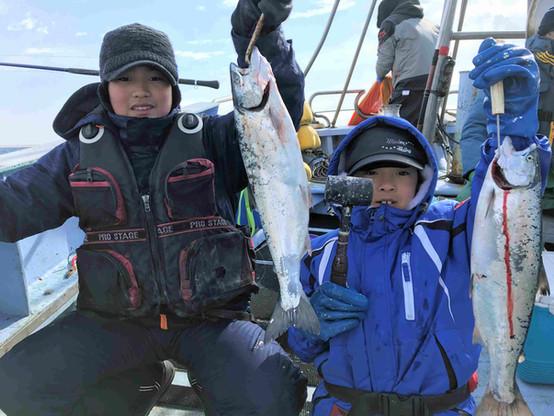 兄弟で釣りを楽しむっ
