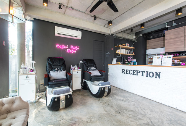 Nail Services/Reception