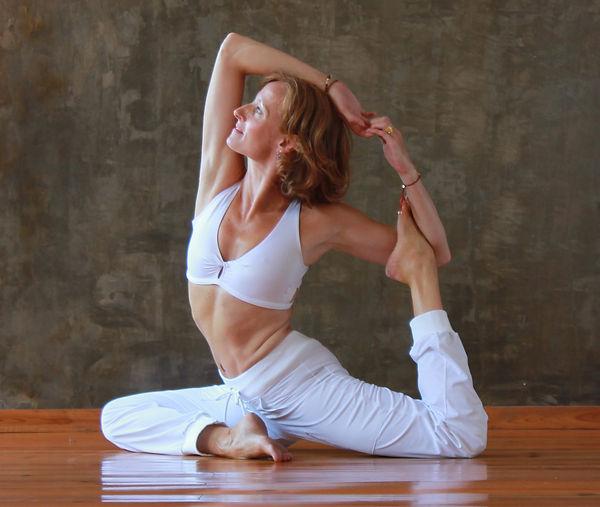 Dynamic Hatha Yoga, Stephanie Ross-Russell, Eka Pada Rajakapotasana