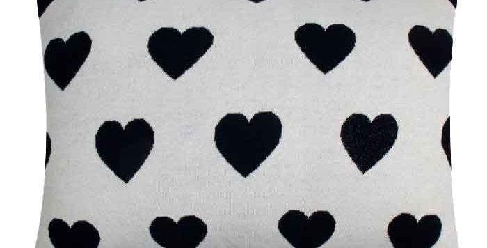 כרית לבבות שחור לבן