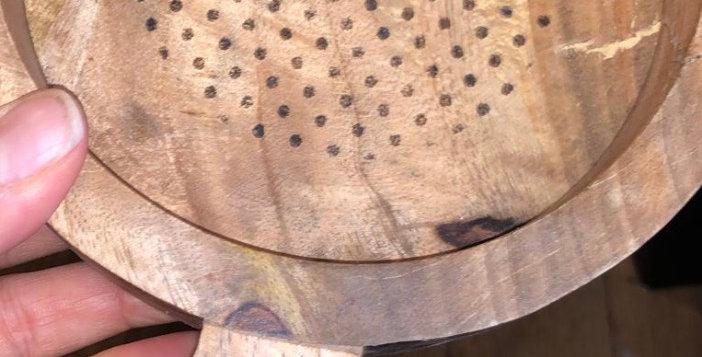 מגש עץ קטן עם עיטור